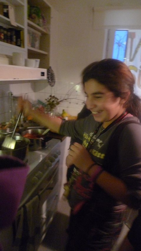 Kubra stirring the dolmas